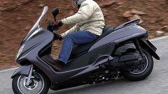 In sella a: Yamaha Majesty 400 - Immagine: 34