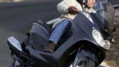 In sella a: Yamaha Majesty 400 - Immagine: 30