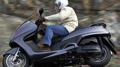 In sella a: Yamaha Majesty 400 - Immagine: 28