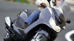 In sella a: Yamaha Majesty 400 - Immagine: 26