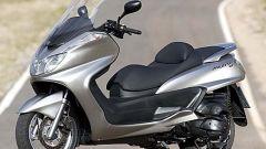 In sella a: Yamaha Majesty 400 - Immagine: 38