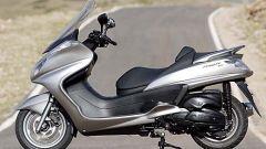 In sella a: Yamaha Majesty 400 - Immagine: 25