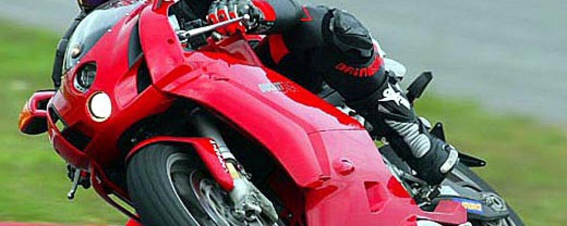 In sella a: Ducati 749 S MY 2004