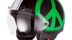 """Moschino: ecco il casco """"Peace and love"""" - Immagine: 2"""