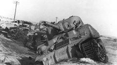 1956, veicoli distrutti nei combattimenti nelle zone del Sinai vicino al canale di Suez (Egitto)