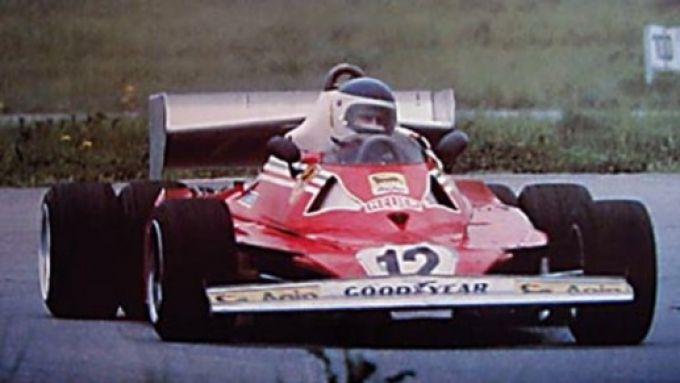 1977, il prototipo Ferrari 312 T6 in pista a Fiorano con Carlos Reutemann