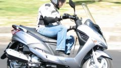 Suzuki Burgman 200 Vs Sym Joyride 200 Evo - Immagine: 1