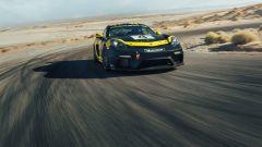 2019 Porsche 718 Cayman GT4 Clubsport in pista