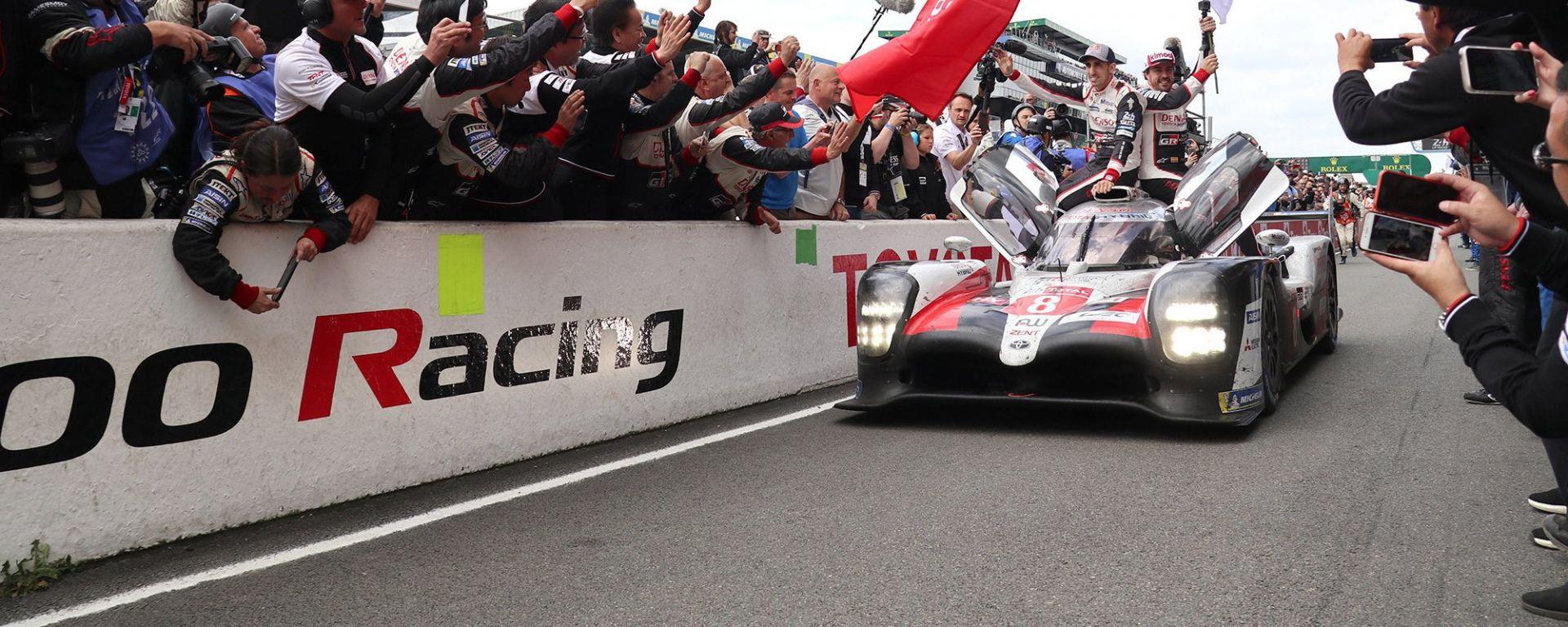 24H Le Mans 2019: 1-2 Toyota, Alonso vince gara e titolo Wec