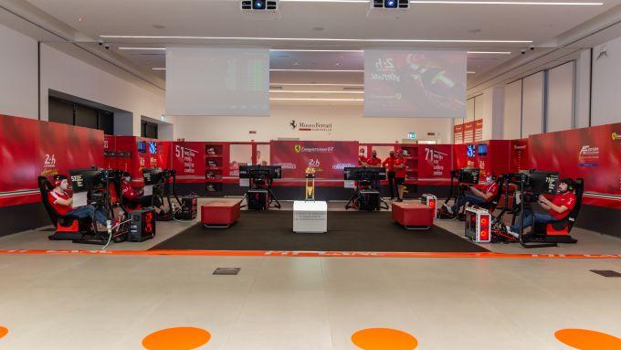 24 Ore Le Mans virtuale: il box virtuale allestito al Museo Ferrari di Maranello