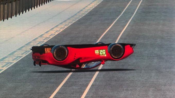 24 Ore Le Mans virtuale: la Ferrari 488 GTE di Antonio Giovinazzi a... testa in giù
