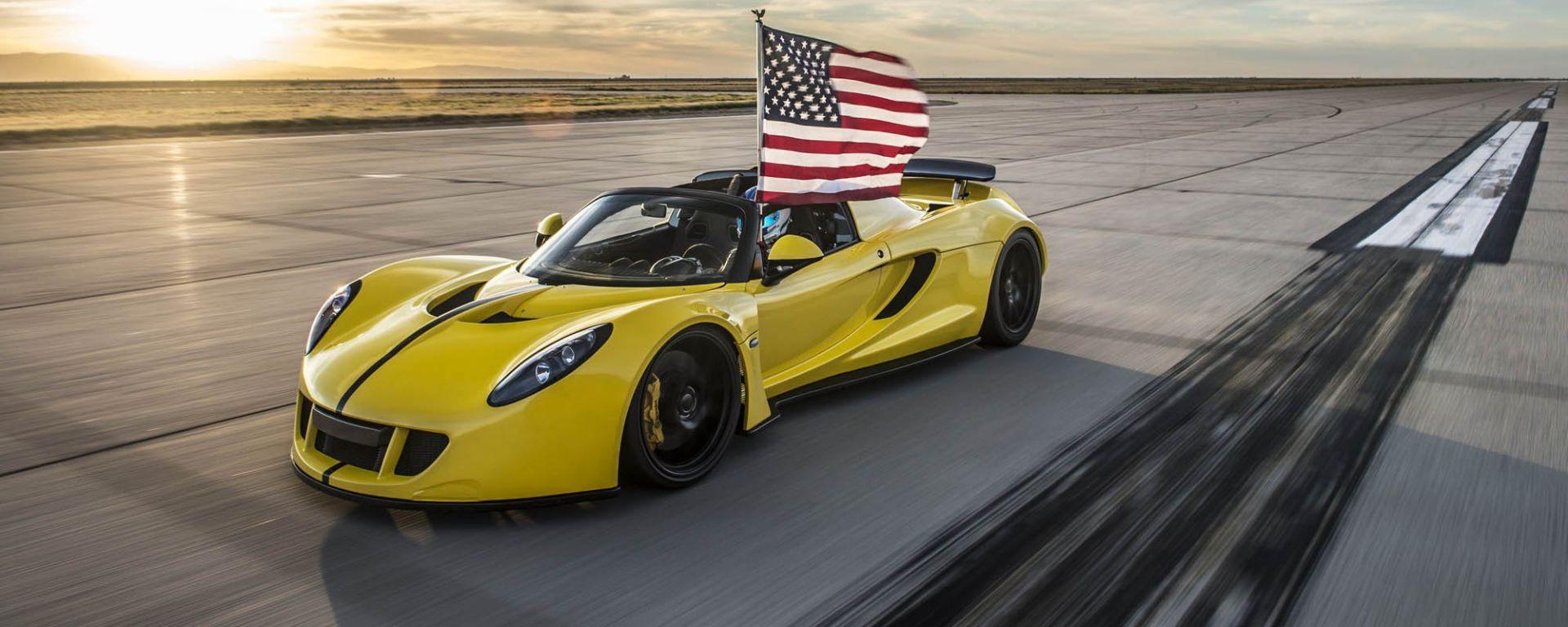 427 km/h: la Hennessey Venom Spyder batte il record della Bugatti Veyron