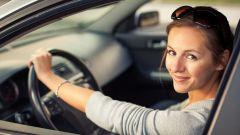 Costo assicurazione RC Auto, la Festa della Donna dura tutto l'anno