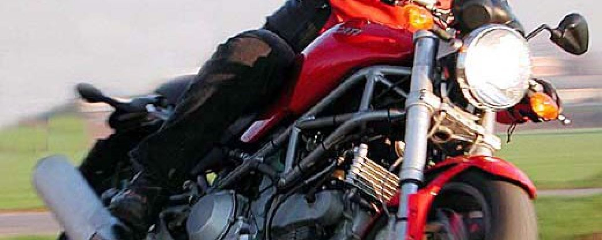 Day by Day Ducati Monster 1000 Ds