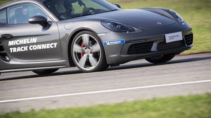 A bordo della Porsche Cayman S con le Michelin Pilot Sport Cup2 Connect
