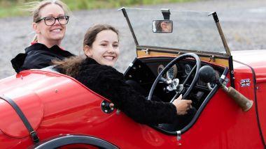 A lezione di guida sulla Austin 7 Ulster 1934 Replica