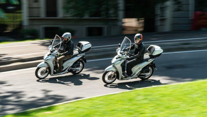 A sinistra l'Honda SH 150i 2019, a destra l'Honda SH 150i 2020