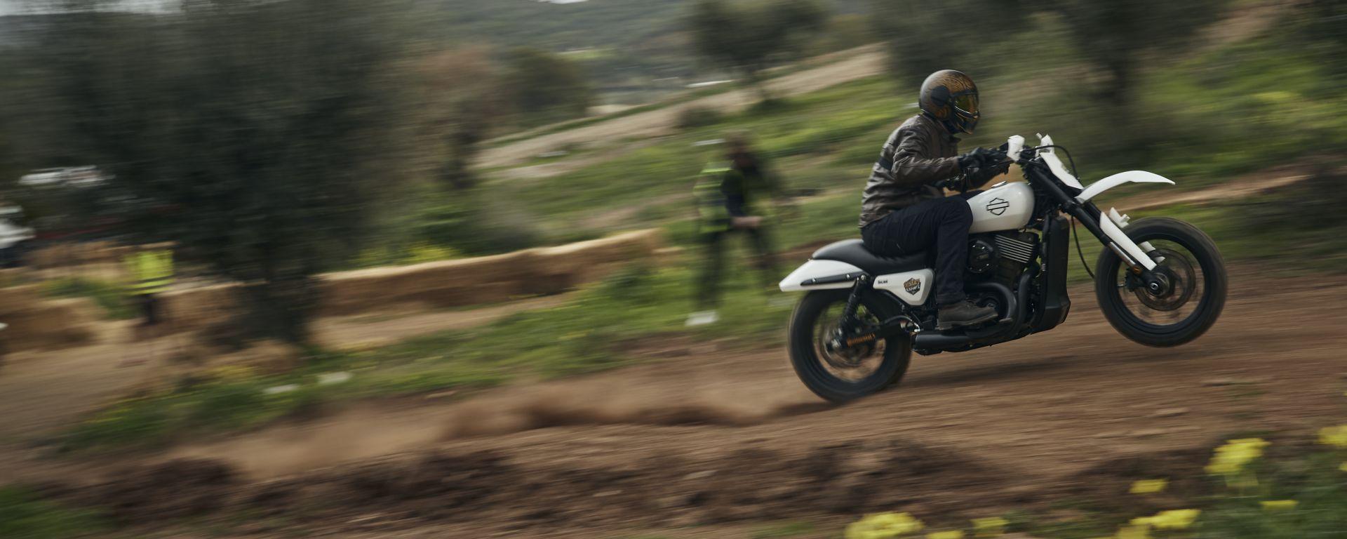 A tutto gas con la Harley-Davidson XG750 da Hill Climb