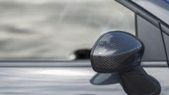 Abarth 695 XSR Yamaha: le calotte degli specchi in carbonio fanno parte della personalizzazione