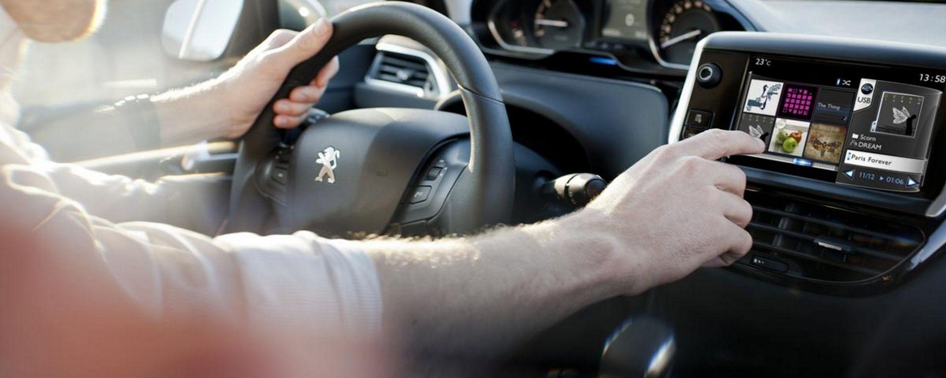 Abuso del navigatore durante la guida