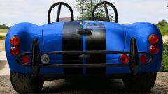AC Cobra 4-Electric: la replica a batterie vista da dietro