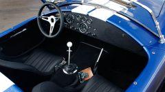 AC Cobra 4-Electric: l'abitacolo di una AC Cobra originale