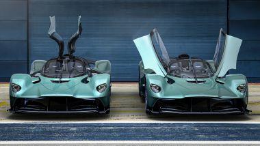 Accanto all'Aston Martin Valkyrie, ecco la Spider: le porte ad ala di gabbiano diventano a forbice
