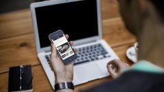 Acquistare l'auto, gli italiani preferiscono il web e i social network
