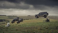 Acrobazie mozzafiato per le Land Rover Defender