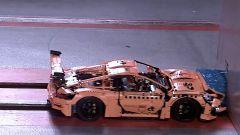 ADAC: il crash test della Porsche 911 GT3 RS di Lego