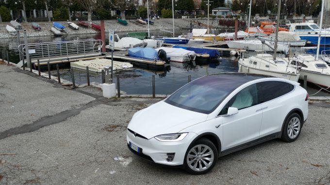 Aggiornamento hardware Tesla: la model X Long Range durante la nostra prova su strada