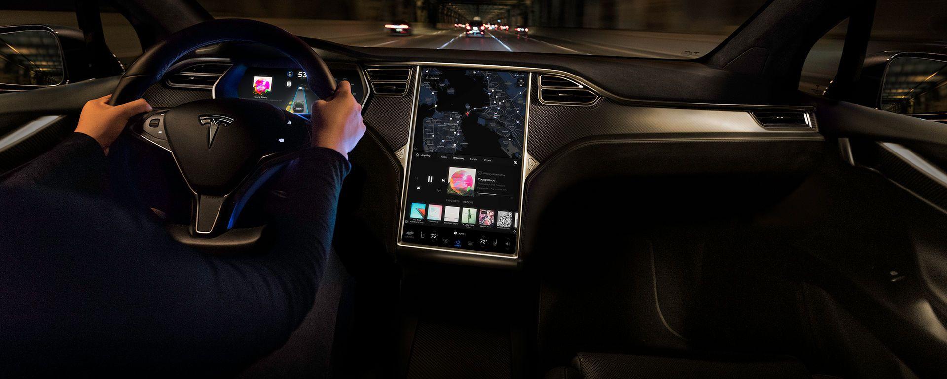 Per le feste un aggiornamento Tesla: scopri cosa contiene