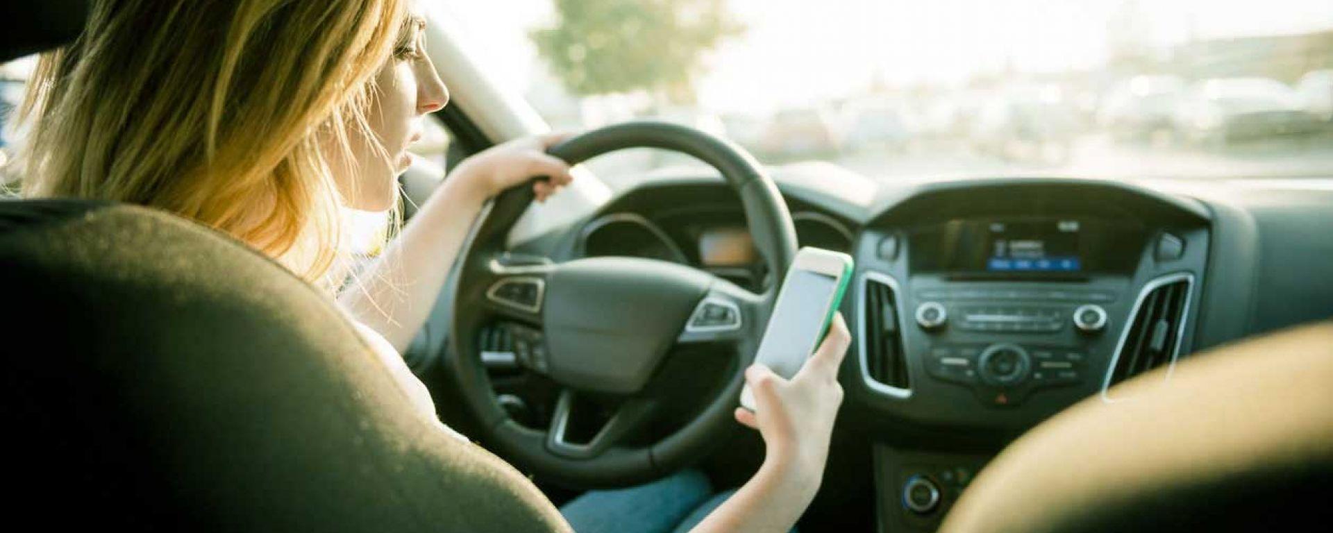 Al debutto il sistema Tutor contro il cellulare alla guida