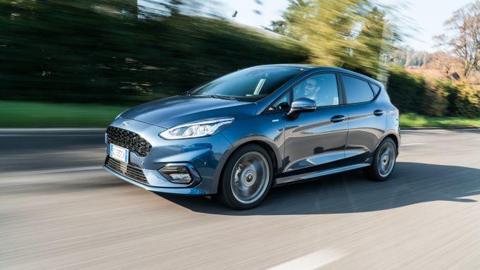 Al volante della Ford Fiesta 1.0 Ecoboost Hybrid 125 CV ST-Line