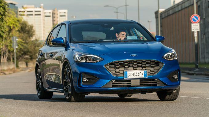 Al volante della Ford Focus 1.0 Hybrid