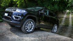 Al volante della Jeep Compass 4xe