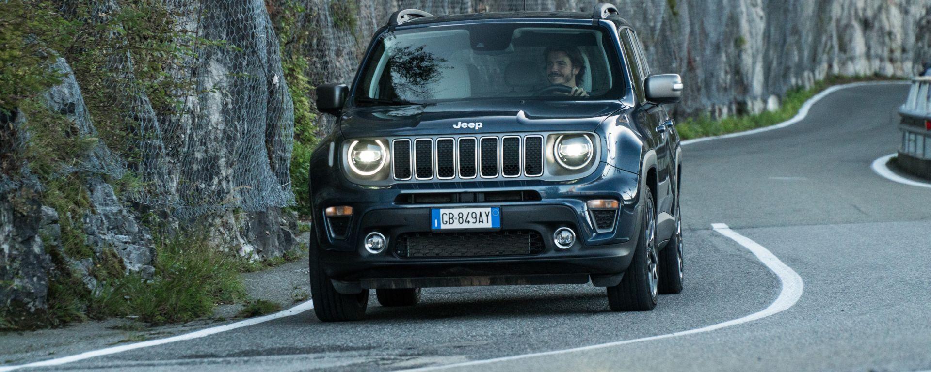 Al volante della Jeep Renegade 4xe Limited plug-in hybrid