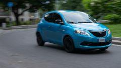 Al volante della Lancia Ypsilon Hybrid Ecochic Maryne 2020