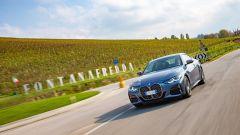 Al volante della nuova BMW Serie 4 Coupé davanti alle cantine Fontanafredda