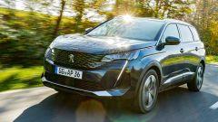 Al volante della nuova Peugeot 5008 2021