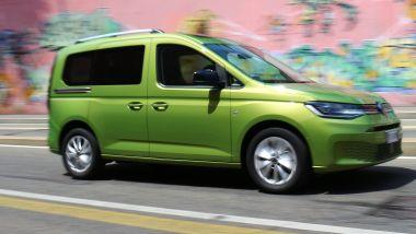 Al volante della nuova Volkswagen Caddy Kombi Life