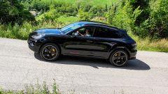 Al volante della Porsche Macan Turbo 2020