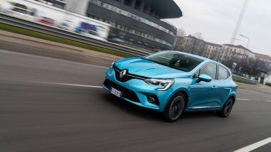 Al volante della Renault Clio E-Tech