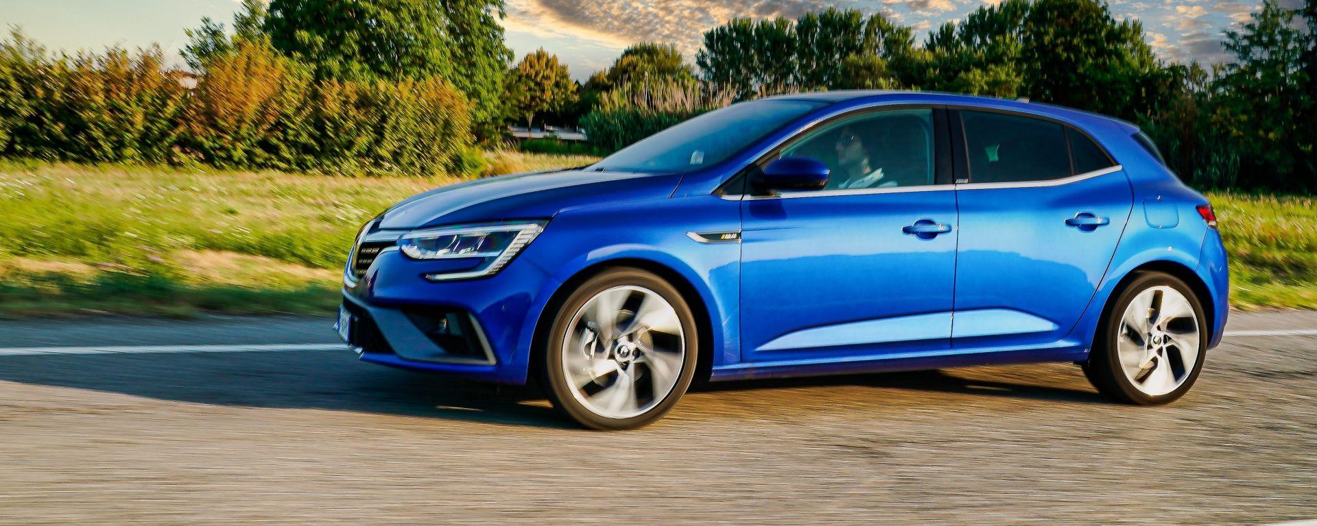 Al volante della Renault Mégane E-Tech plug-in hybrid
