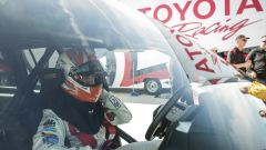 Al volante della Toyota Land Cruiser speciale c'era il pilota di Nascar Carl Edwards