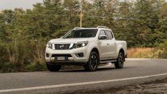 Al volante Nissan Navara 2.3 Tekna: prova, interni, prezzo