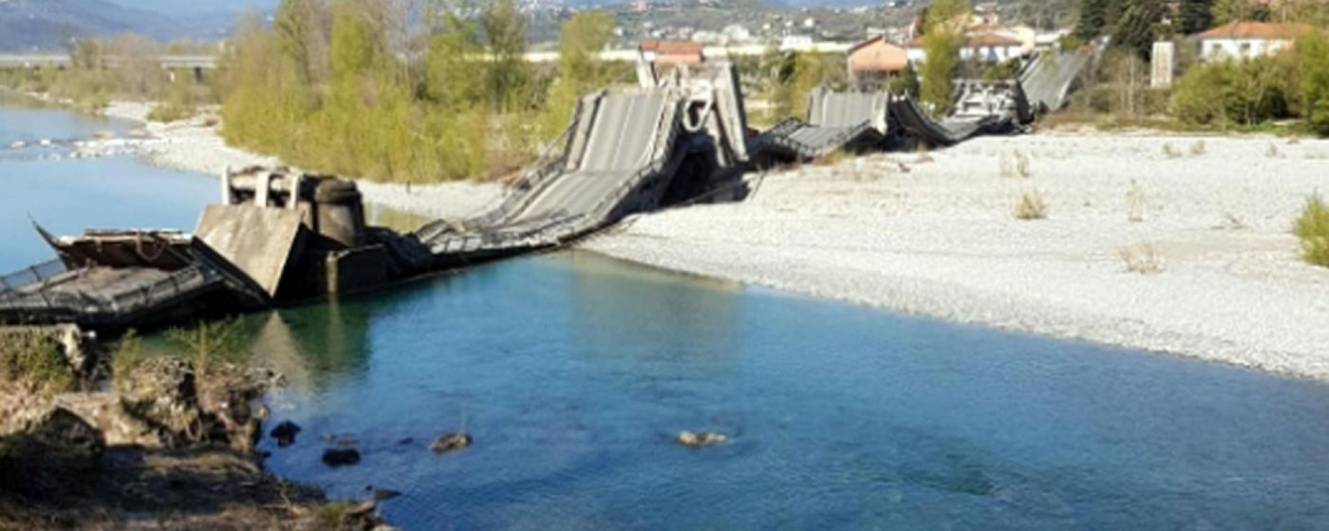 Albiano Magra, il viadotto crollato
