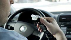 Guida in stato di ebbrezza, dal 2020 obbligatorio alcolock in auto