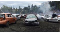 Alcune auto pronte per essere demolite durante il Demolition Derbi da record di St-Lazare de Bellechasse, in Canada