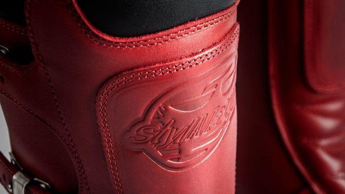 Alcuni dettagli degli stivali Stylmartin Continental Red Edition